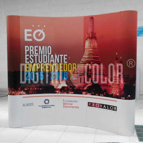 Wall Pop Up 3x3 Curved Skyline Backing Publicitario